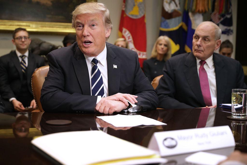 Trump sulmon ish-shefin e stafit: Nuk e mban dot gojën mbyllur, edhe pse e ka detyrim
