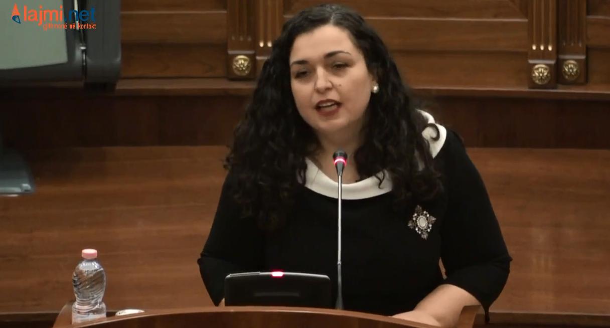Vjosa Osmani u bën thirrje deputetëve të mos votojnë mocionin për rrëzimin e qeverisë Kurti
