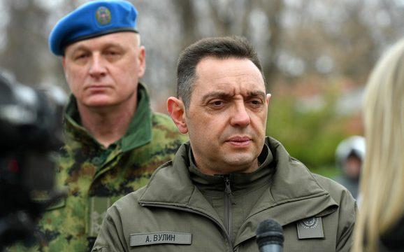 Mali i Zi bllokon në kufi ministrin e Mbrojtjes së Serbisë