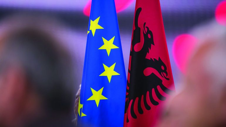 EKSKLUZIVE/ Del raporti i ndërmjetëm i Komisionit Europian: Hapni negociatat me Shqipërinë!