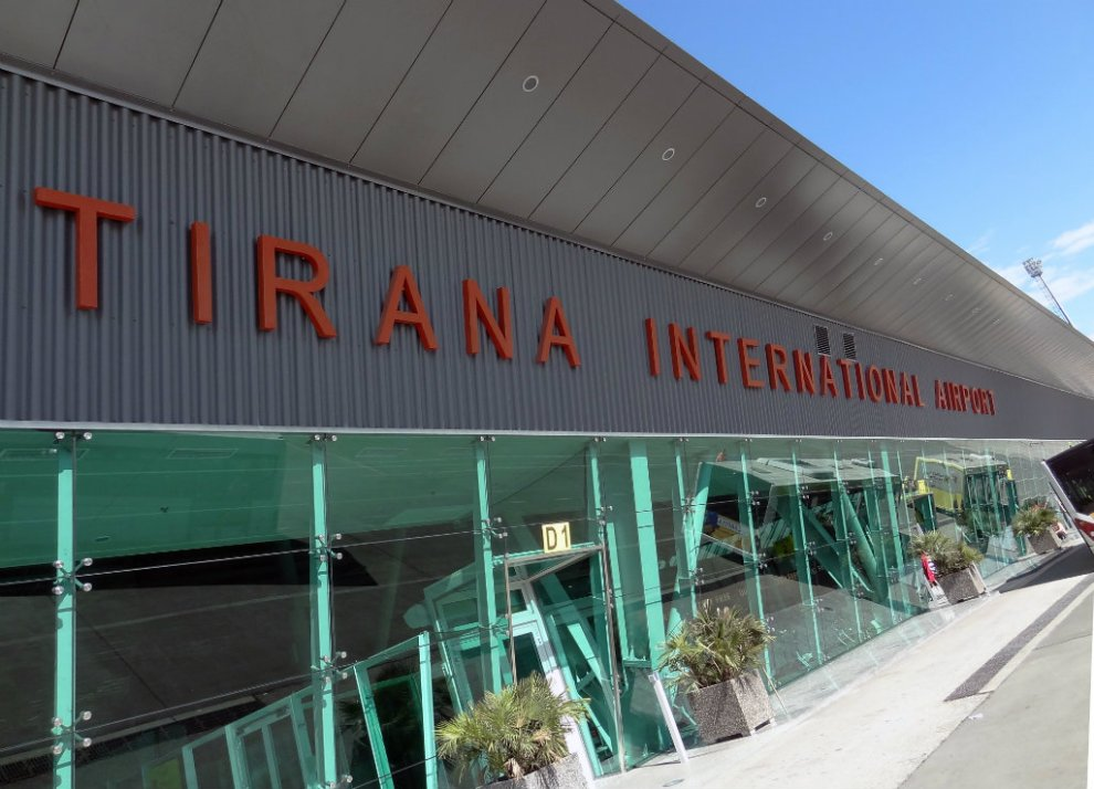 Masa kundër kronavirusit/ Shqipëria ndalon fluturimet për dhe nga Britania e Madhe