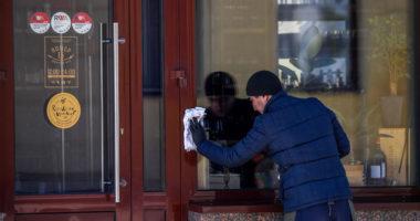 COVID-19/ Rusia mbyll të gjitha restorantet, dyqanet dhe parqet për një javë