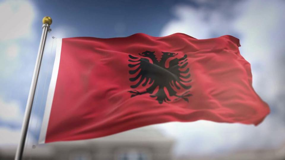 Basha apel shqiptarëve një ditë para manifestimit: Së bashku në mbrojtje të Kushtetutës