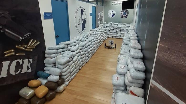 Kaloi me rulotë nga Qafë-Bota, kapet 1.2 ton drogë në Athinë