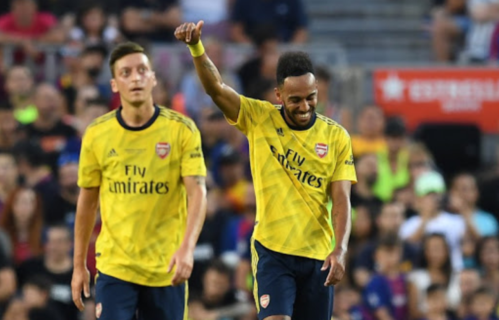 Aubameyang nuk pranon të rinovojë me Arsenalin, fajin e ka… Mesut Ozil