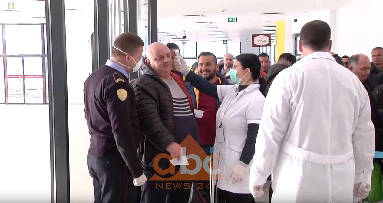 """""""S'më gjen gjë se jam shqiptar"""", italianet që mbërritën në Vlorë: Situata është kaotike"""