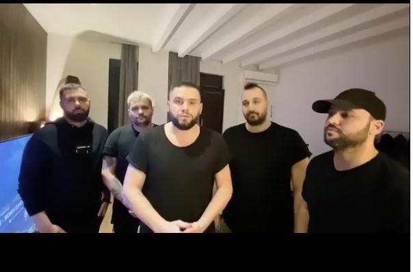 """""""Pa panik"""", Flori Mumajesi anulon koncertin në Austri për shkak të koronavirusit"""