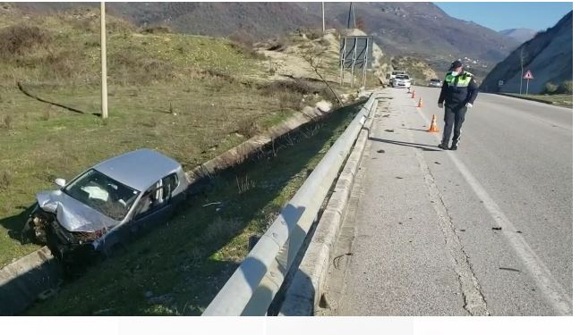 Aksident në aksin Tepelenë-Gjirokastër, plagosen tre persona