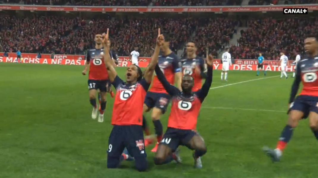VIDEO | E mbani mend Loic Remy? I shënon supergol Lyonit në Ligue 1