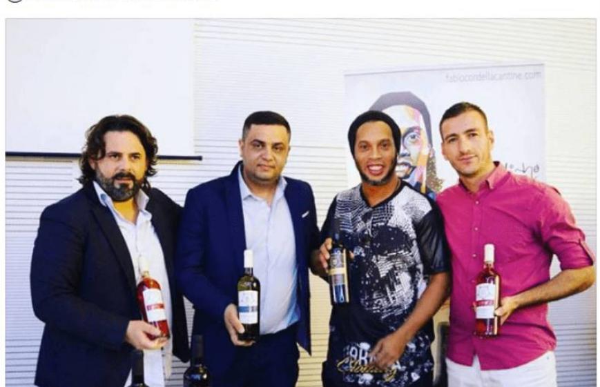 """""""Liri për Ronaldinho"""", menaxheri shqiptar në mbështetje të yllit brazilian"""