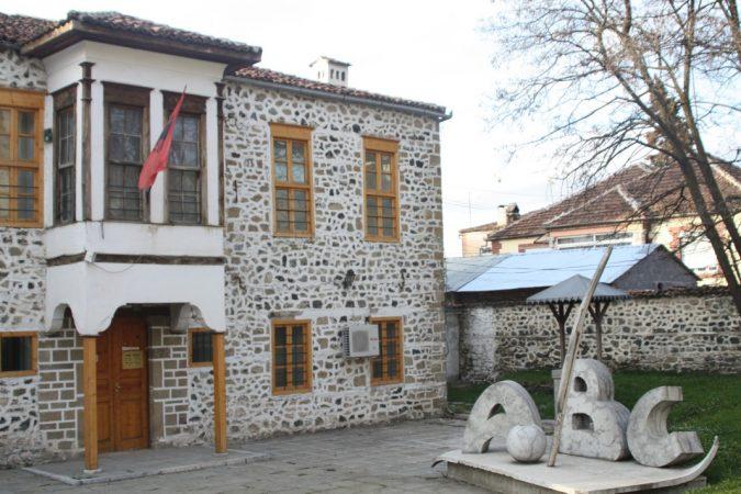 """7 Marsi """"Dita e Mësuesit"""", 133 vite nga krijimi i Mësonjëtores së parë shqipe"""