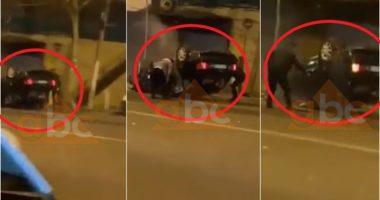 VIDEO / Ecte me shpejtësi në Kamëz, makina përfundon me rrota në ajër