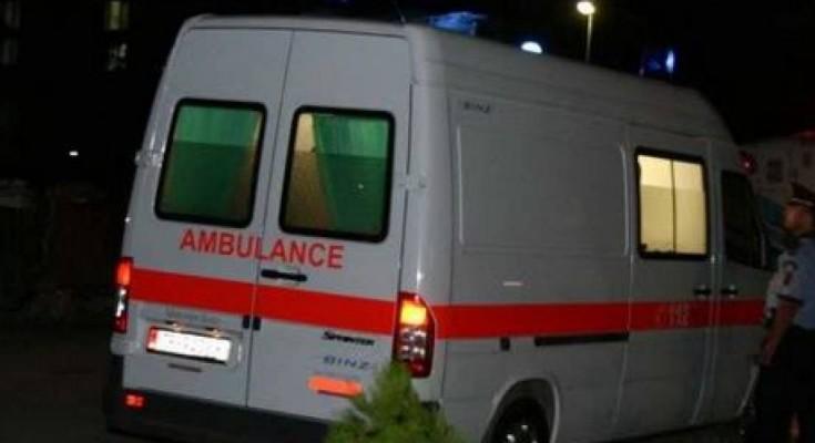 EMRI/ U godit nga kushëriri i tij, plagoset rëndë 28-vjeçari, arrestohet autori