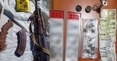 """Armë, municione e drogë, """"Bashkëpunimi"""" vë në pranga 3 të rinj në Durrës"""
