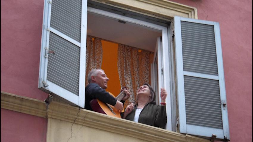 Magjike, pas duartrokitjeve në ballkonet e Tiranës, njoftohet nisma tjetër