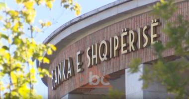 Banka e Shqipërisë sqaron pezullimin e kredive, kredimarrësit duhet të vërtetojnë se janë në vështirësi