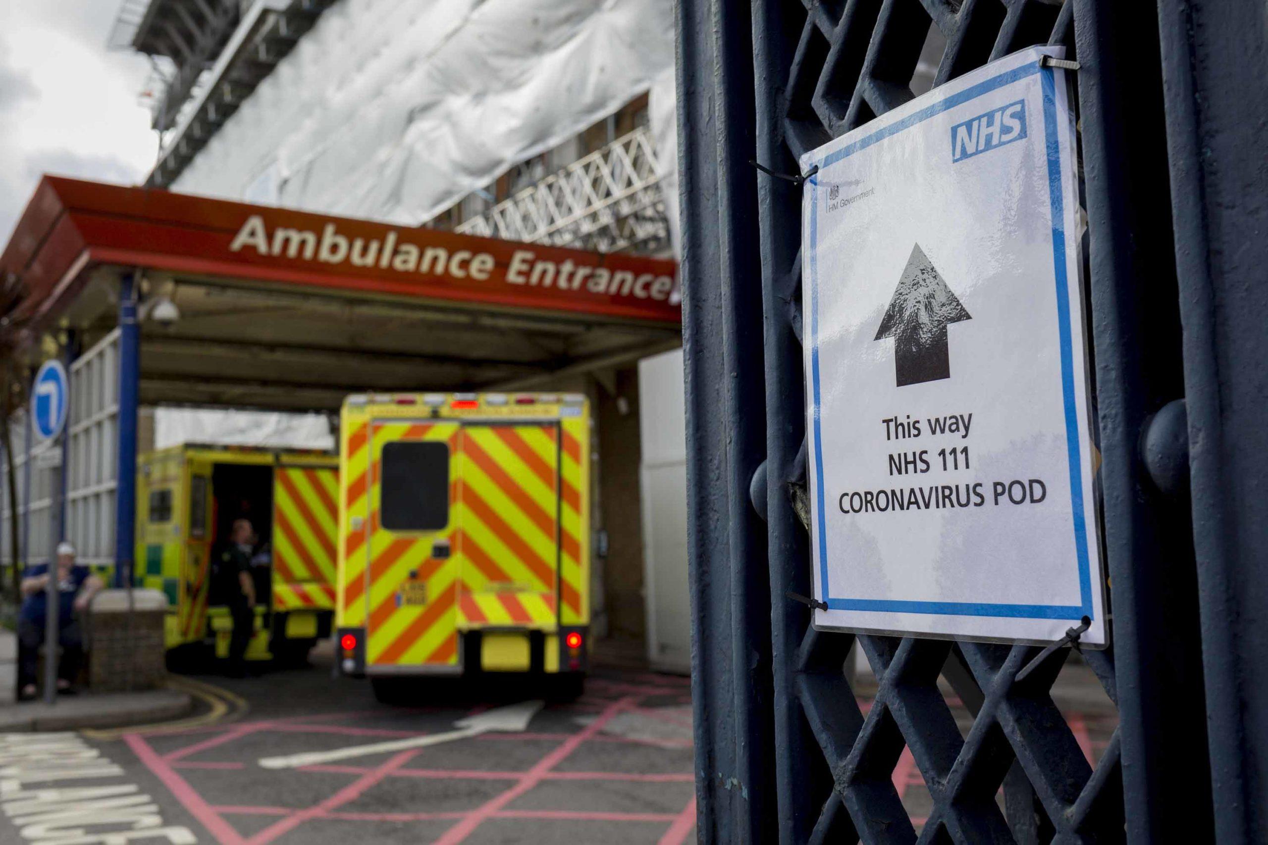 """""""Kemi nevojë për ju"""", Anglia u bën thirrje 65,000 mjekëve dhe infermierëve në pension"""