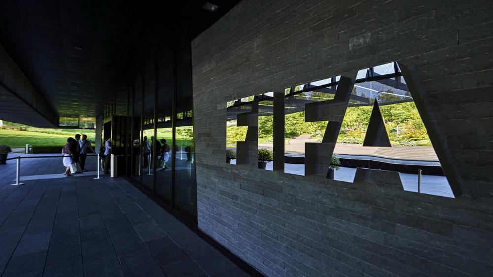 Kriza financiare e klubeve, FIFA mendon skenarin e bujshëm për merkaton