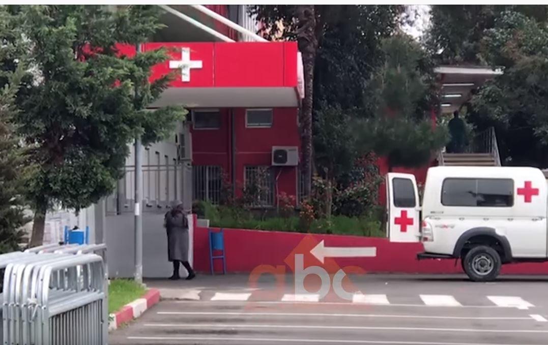 7 pacientë luftojnë me vdekjen në spital, 1 i intubuar: Si është gjendja tek Infektivi