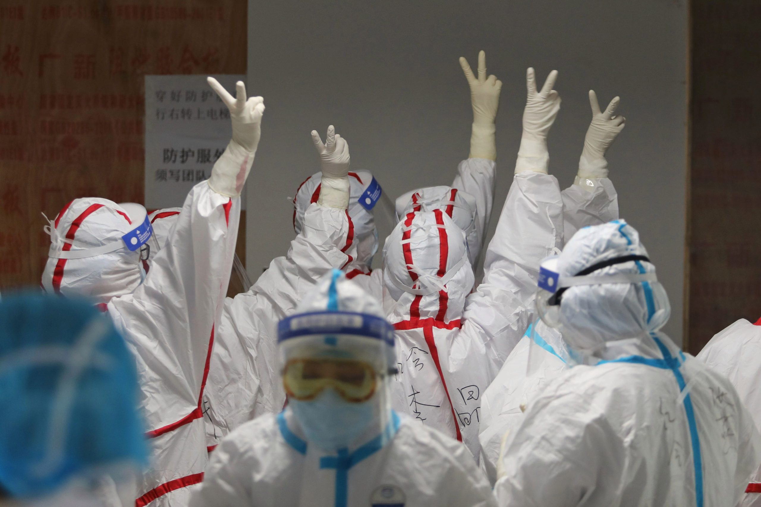 """Testimet në masë dhe rregulla të rrepta, si ia doli Kina të """"fitonte"""" luftën me koronavirusin"""