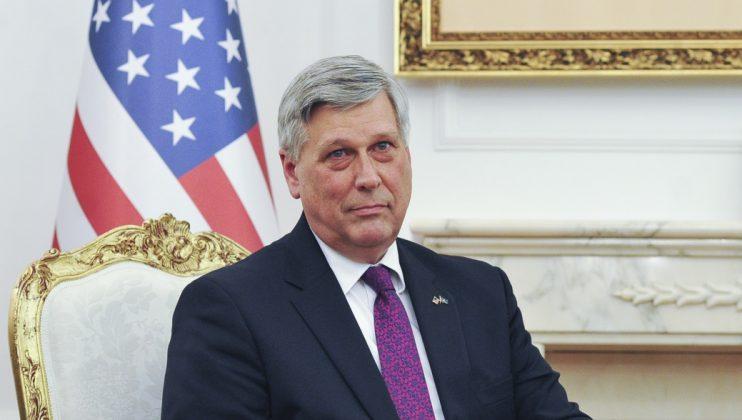 Ambasadori amerikan, Kosnett, mbështet seancën e nesërme për mocionin ndaj Qeverisë