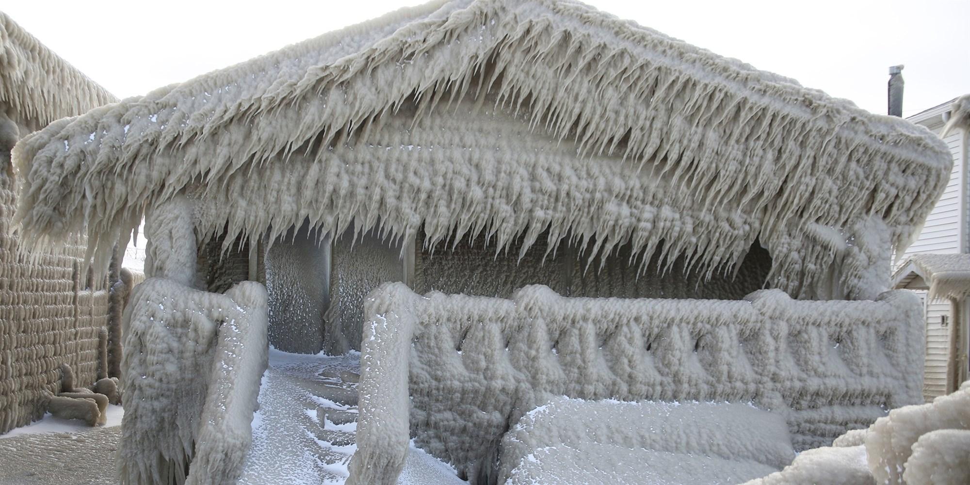 Pamje surreale/ Akulli mbulon çdo gjë në zonën e liqenit Erie
