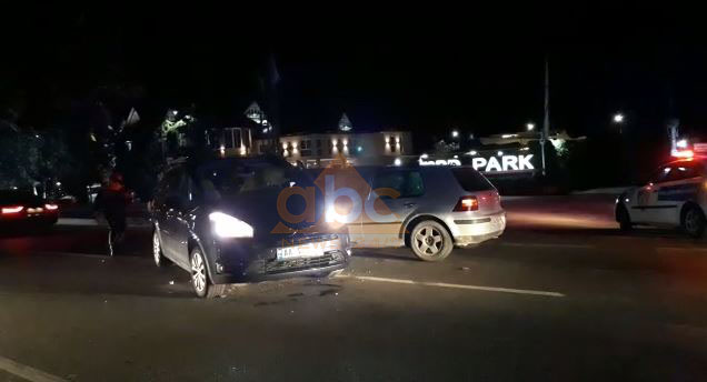 Aksident/ Përplasen automjetet, plagosen 2 persona