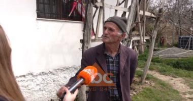 """""""Më dridhen duart"""", pensionistët e Thumanës: Nuk na ka sjellë njeri ushqime, disa ndihma janë shpërndarë natën"""