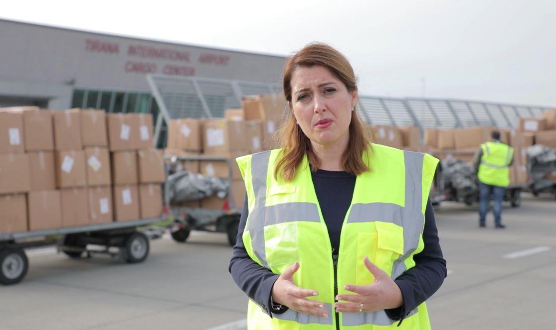 Mbërrijnë në Rinas 8 tonë materiale mbrojtesë personale për stafet mjekësore