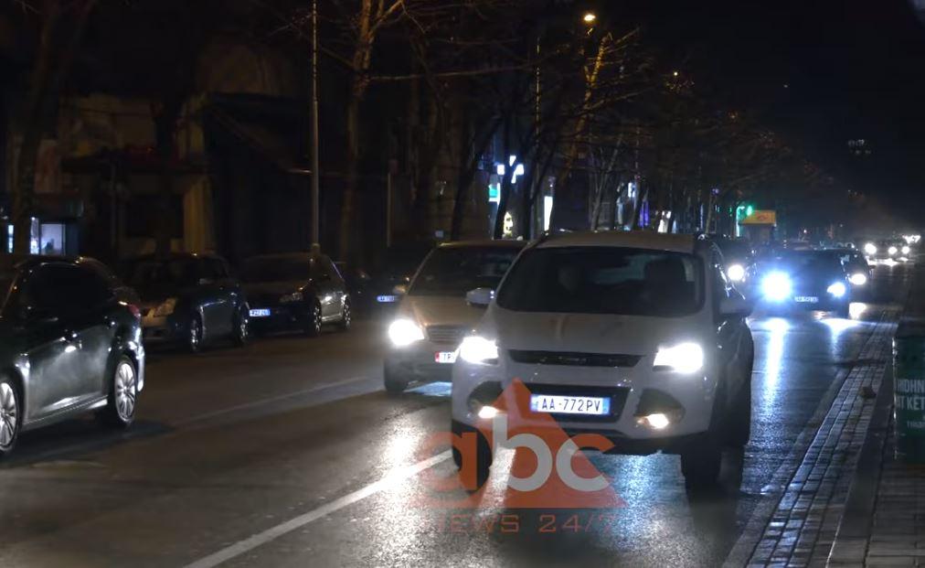 Qarkullimi në Tiranë si një mbrëmje e zakonshme, dhjetëra qytetarë zgjedhin të ikin jashtë qytetit