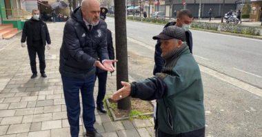 """FOTO/ """"Ku po shkon mo vlla…"""": Rama del vetë në patrullim rrugëve të Tiranës"""