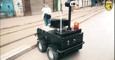 COVID-19/ Tunizia përdor robotë për të kontrolluar lëvizjen e njerëzve në rrugë
