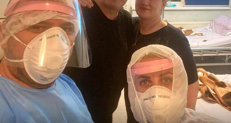 Këngëtari shqiptar dhe gruaja shërohen nga koronavirusi