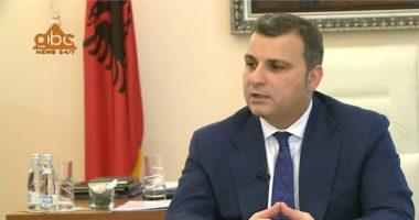 Banka e Shqipërisë pezulloi pagesën e kësteve të kredisë për tre muaj, Sejko shpjegon për ABC News se kush përfiton