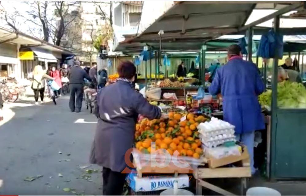 Shkodër, qytetarët mbushin tregjet, tregtarët ankohen për oraret e reja