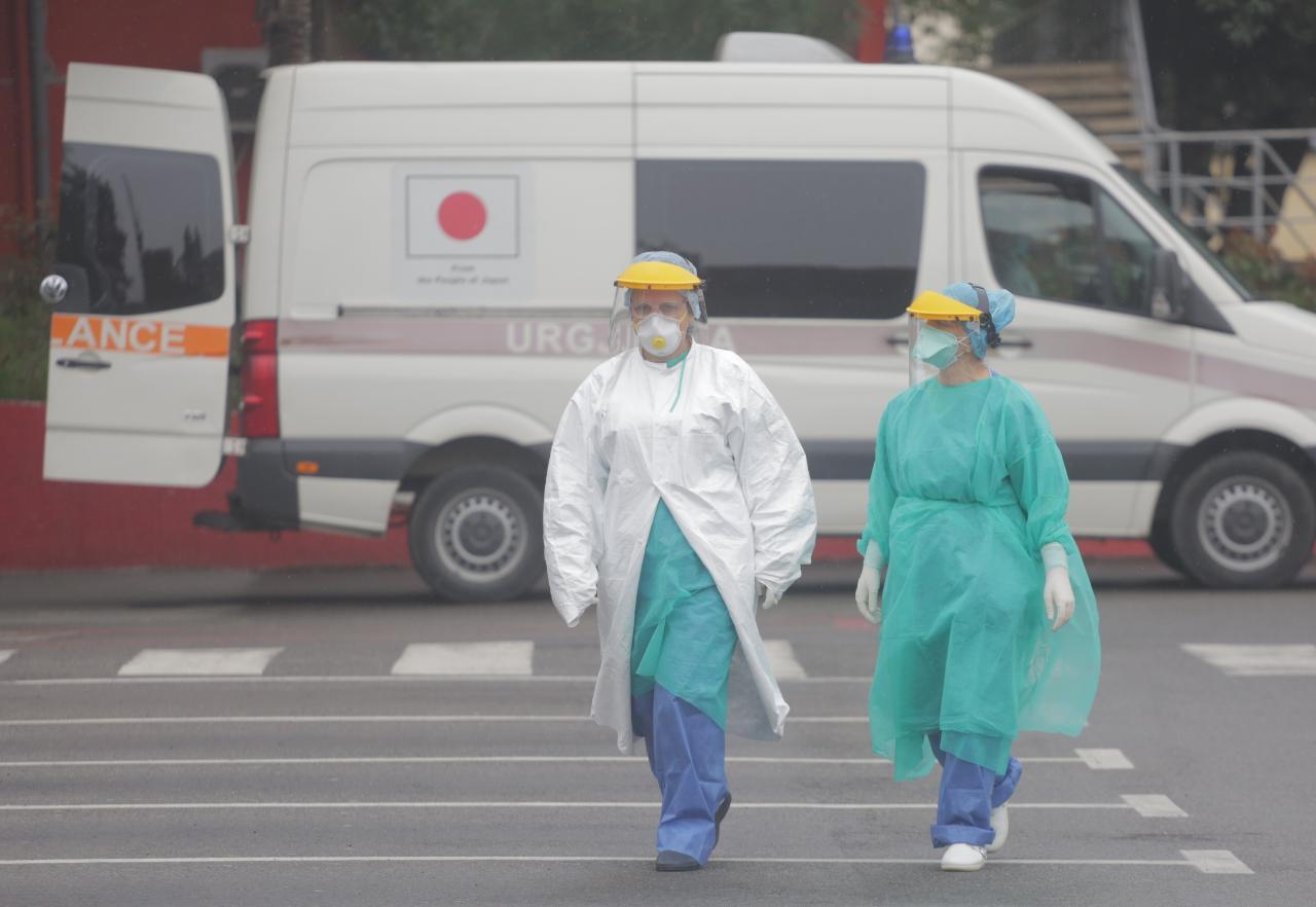 Situata në dy spitalet Covid mbetet serioze, 21 pacientë në terapi intensive