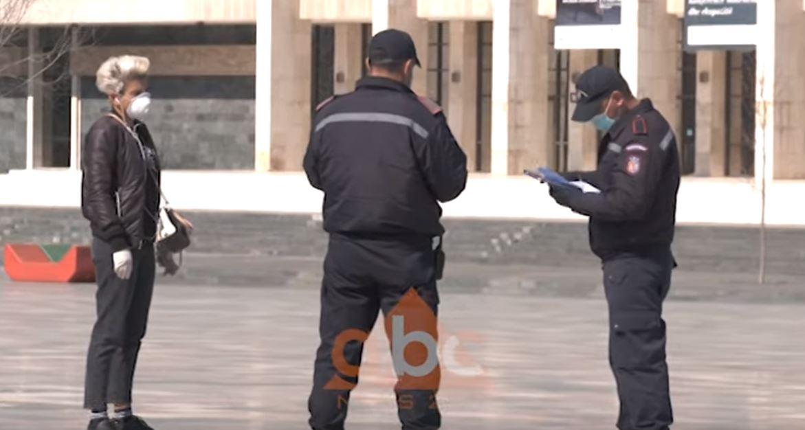 Në rrugë pas orës 10:00, të pa bindurit nuk ju tremben gjobave, policia ndalon këmbësorët