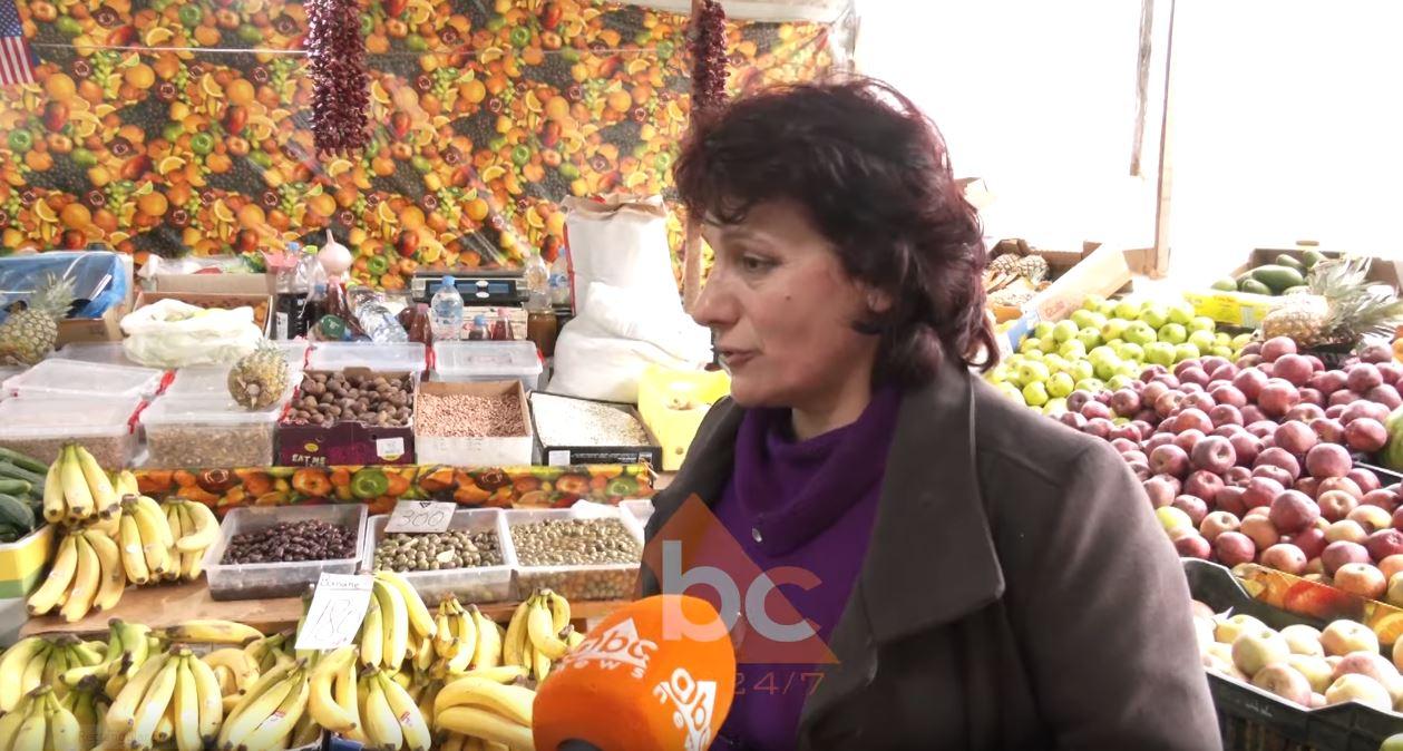 """""""Këtu përfitojnë nga fakteqësitë""""/ Rriten çmimet e fruta perimeve, limonet 300 lekë, portokallet 180 lekë"""