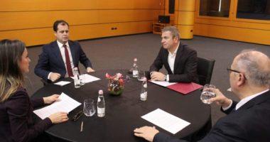 Anëtarët e Këshillit Politik rikthehen sërish në takim me ambasadorët e SHBA, BE dhe Britanisë