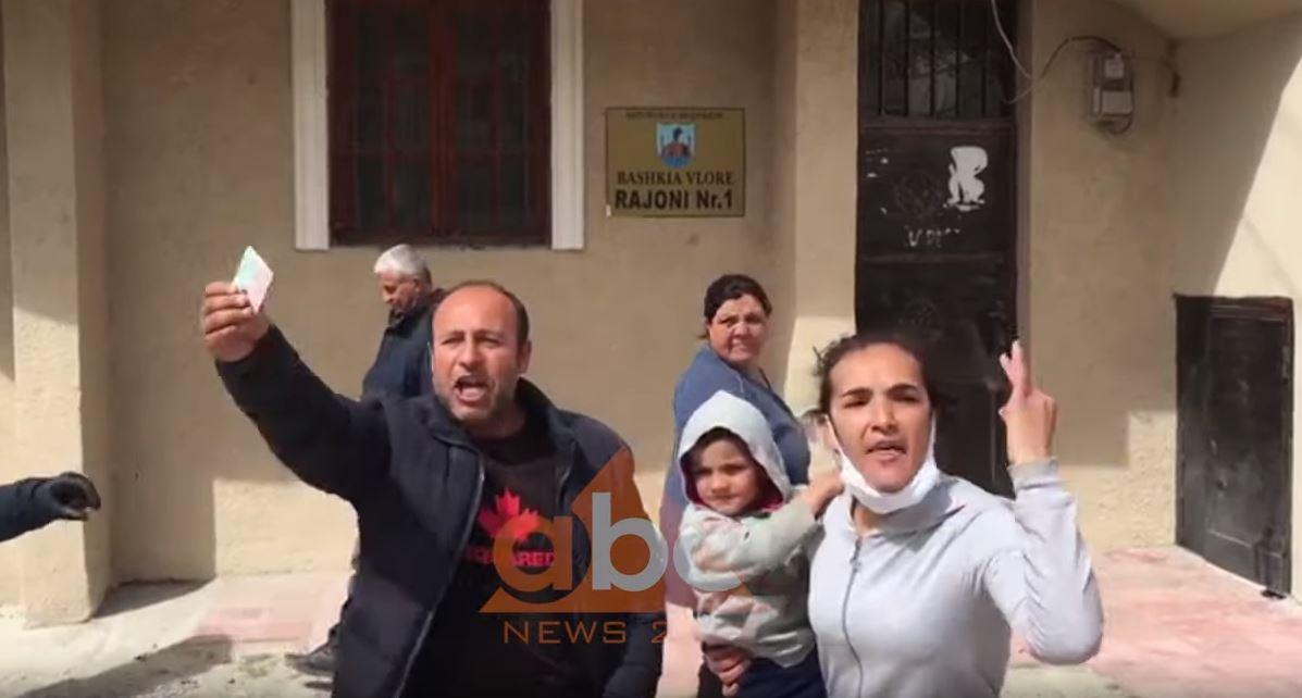 Dhjetëra qytetarë në Durrës, Fier dhe Vlorë protestojnë për ndihmë ekonomike