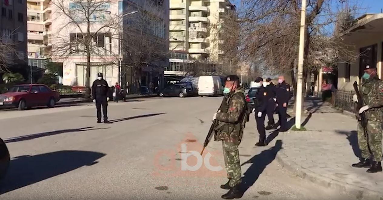 Paralizohet gjithçka, policia dhe ushtria në rrugë, si paraqitet situata në Vlorë