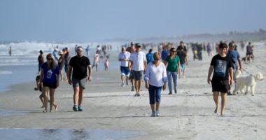 30 minuta pas rihapjes, qindra njerëz mbushin plazhin në Florida