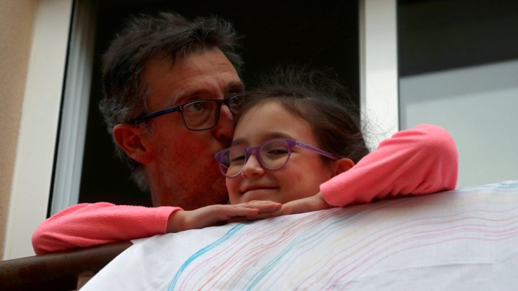Pas 6 javësh izolim  nga Covid 19, fëmijët spanjollë mund të shijojnë lirinë