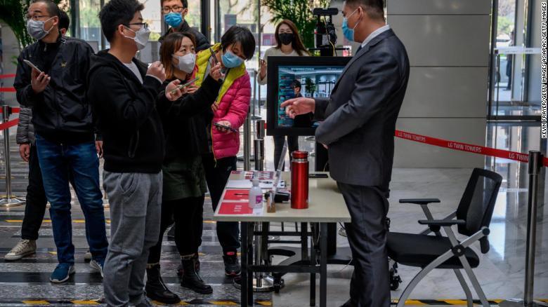 Kina po përdor një kod dixhital QR për të luftuar koronavirusin, zbuloni si funksionon