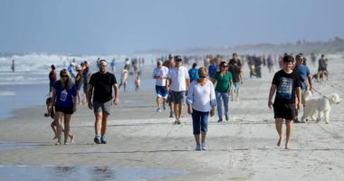 Koronavirus, Florida rihap plazhet: Nuk respektohet distanca sociale