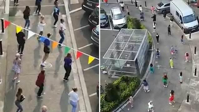 Irlandezët  kërcejnë në rrugë por nuk harrojnë rregullat e distancës sociale