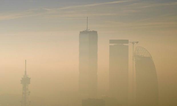 Ndotja e ajrit mund të jetë 'shkaktari kryesor' i vdekjeve nga Covid-19