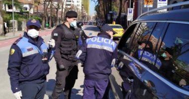 """""""Ku e ke lejen""""? Policia gjobit 166 qytetarë që thyen rregullat"""