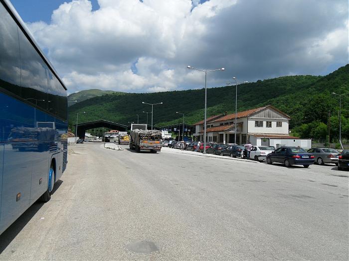 Futen në Shqipëri 33 shqiptarët e bllokuar në doganën e Kakavijës