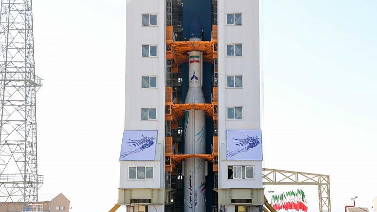 Irani lëshon në hapesirë  satelitin e parë ushtarak